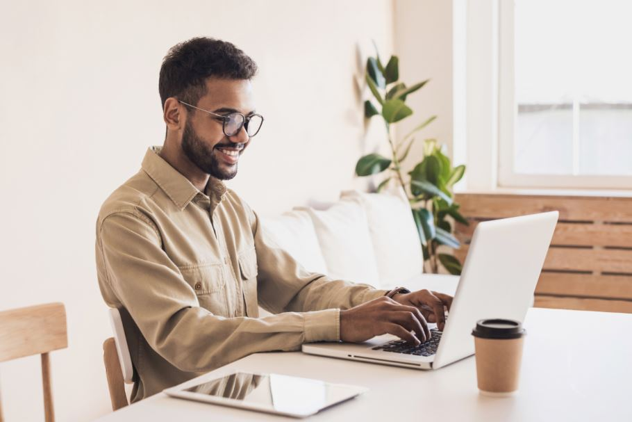 man learning dropshipping business tips at home