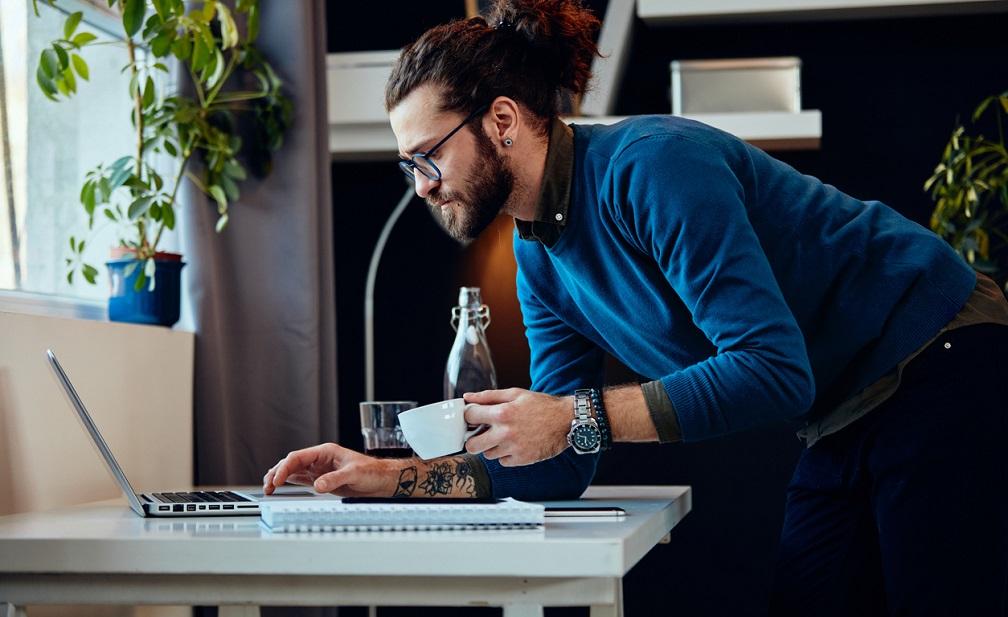 entrepreneur improving his dropshipping sales funnel