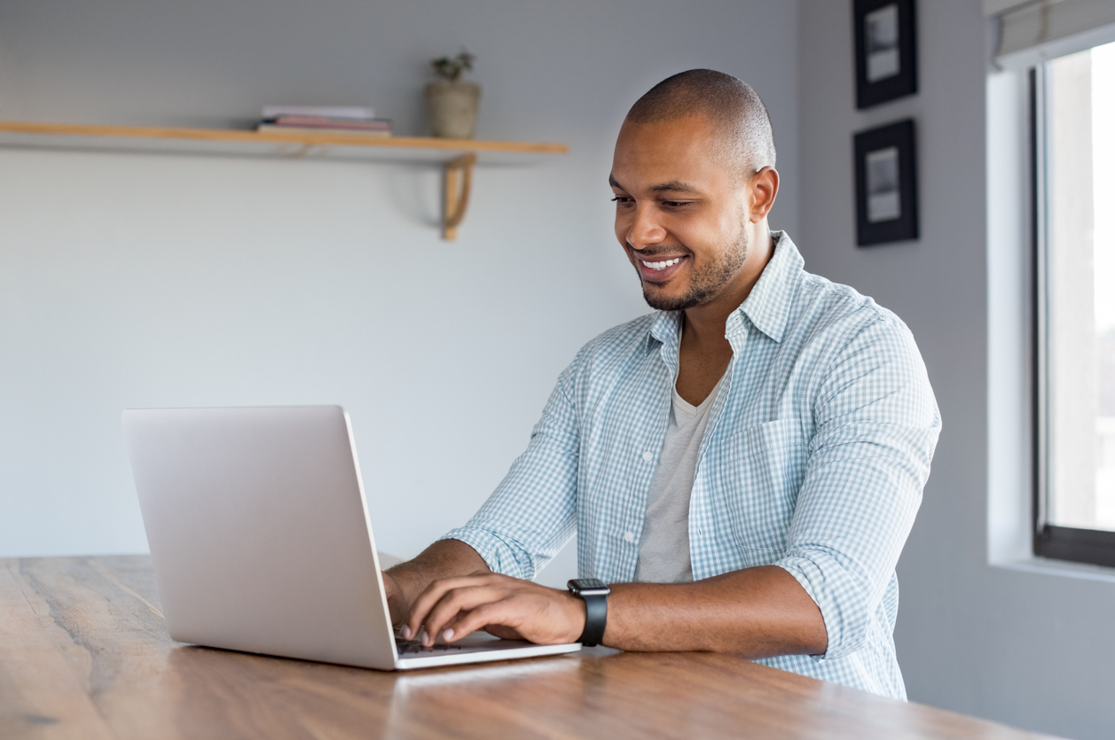 Online entrepreneur finding products to sell online